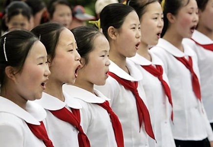 NORTH KOREAN GIRLS PRACTICE SINGING