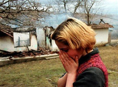 Albanian_Woman_Grieves_During_Kosovo_War