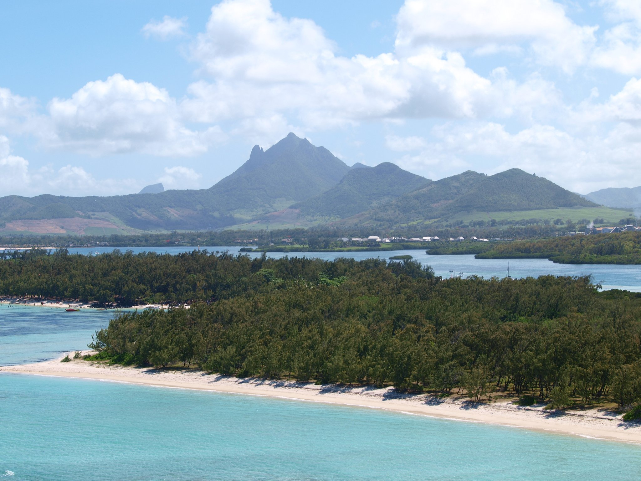 the education system in mauritius The education system in mauritius, patterned after the british model, has  improved greatly since independence it has been free through the secondary  level.